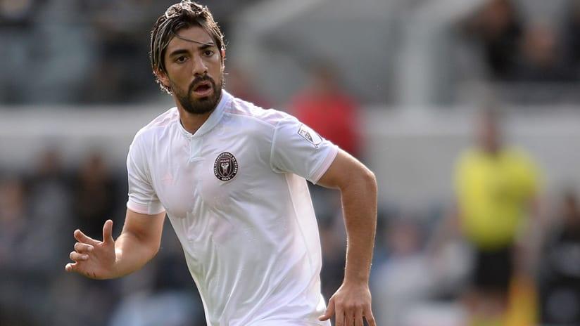 Rodolfo Pizarro - Mexico -running midfield