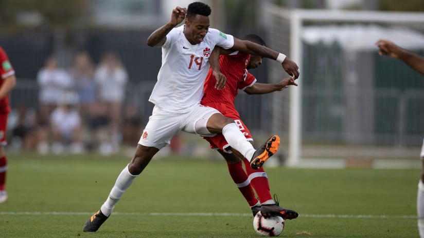 Mark-Anthony Kaye –Canada –challenge for ball