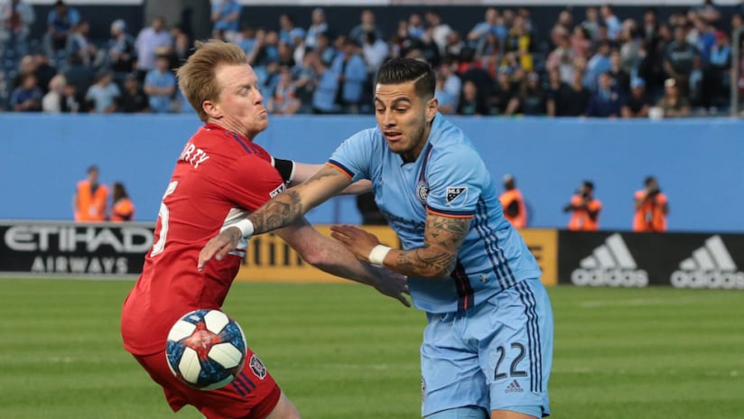 Ronald Matarrita battles with Dax McCarty for a ball