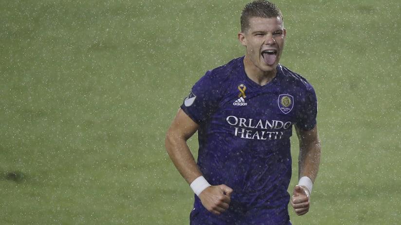 Chris Mueller - Orlando City - celebrate goal in rain