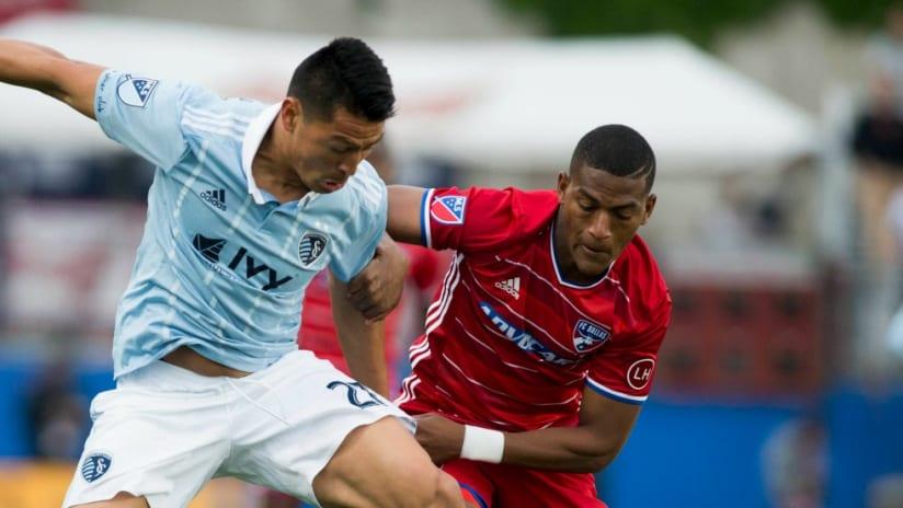 Carlos Gruezo - FC Dallas - Defending Roger Espinoza - Sporting KC