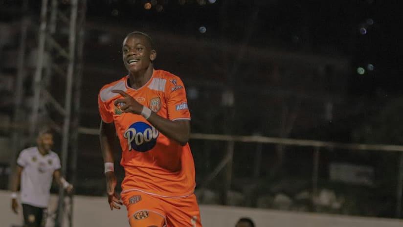 Jhon Duran in action with Envigado FC