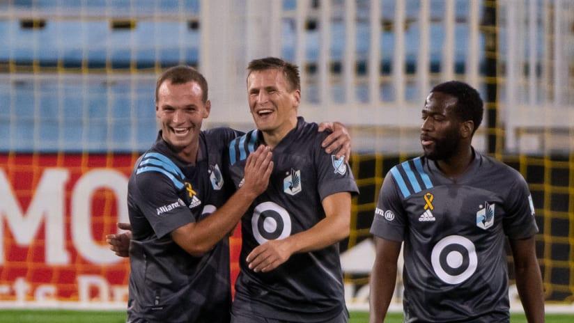 Robin Lod - celebrates his goal with Minnesota United teammates