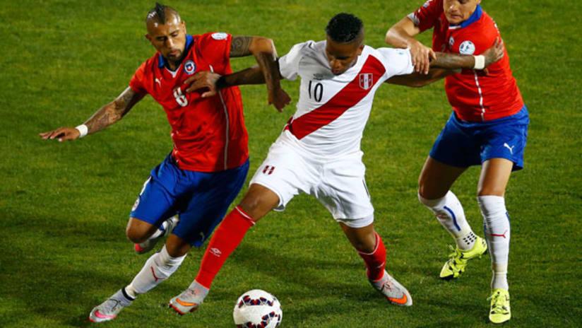 Jefferson Farfan, Arturo Vidal, Peru vs Chile