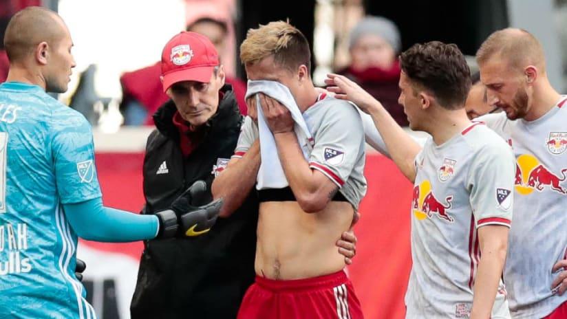 Florian Valot - walks off - torn ACL