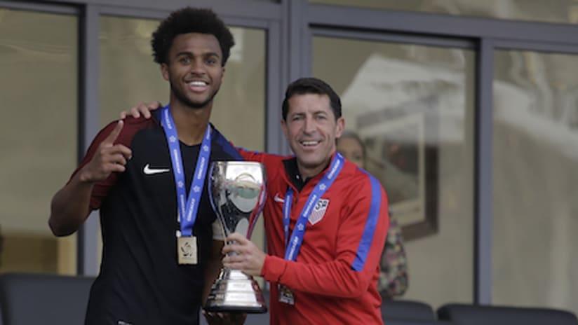 Erik Palmer-Brown, Tab Ramos - USA - U-20 trophy