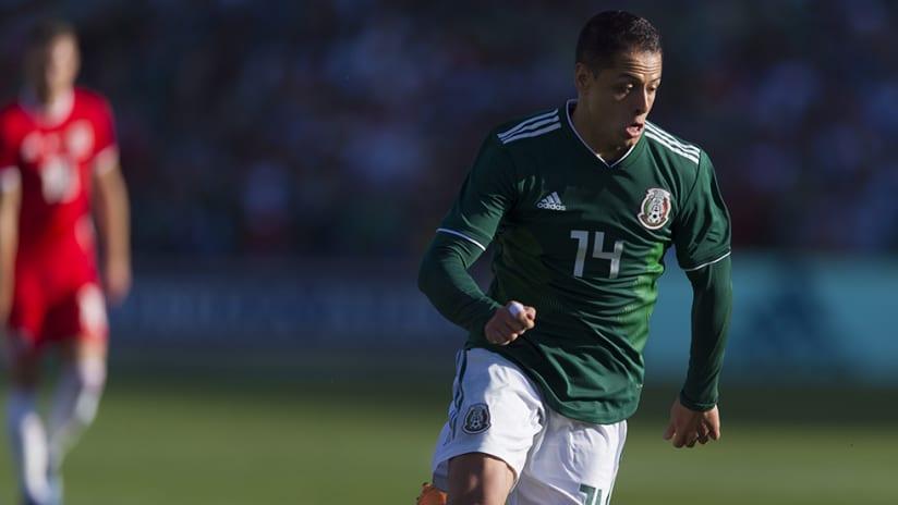 Javier Hernandez - Mexico national team –pursues ball