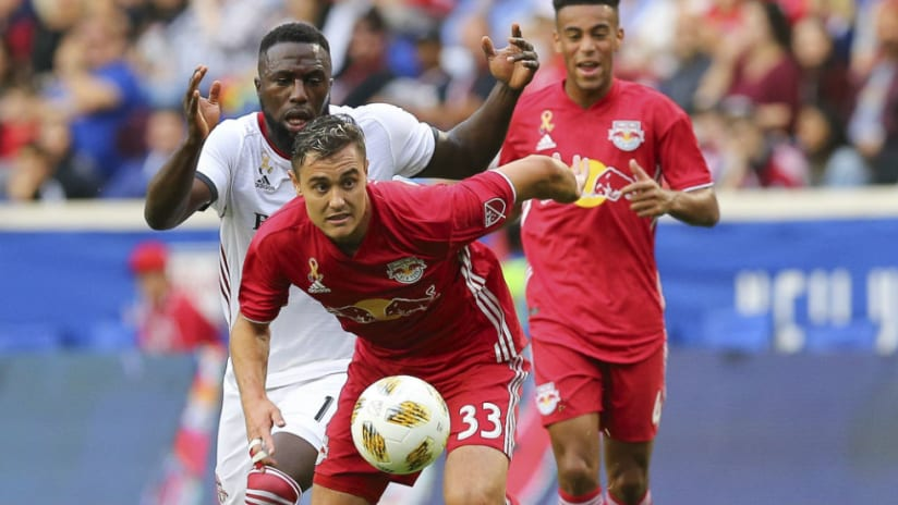 Aaron Long - holds off - Jozy Altidore