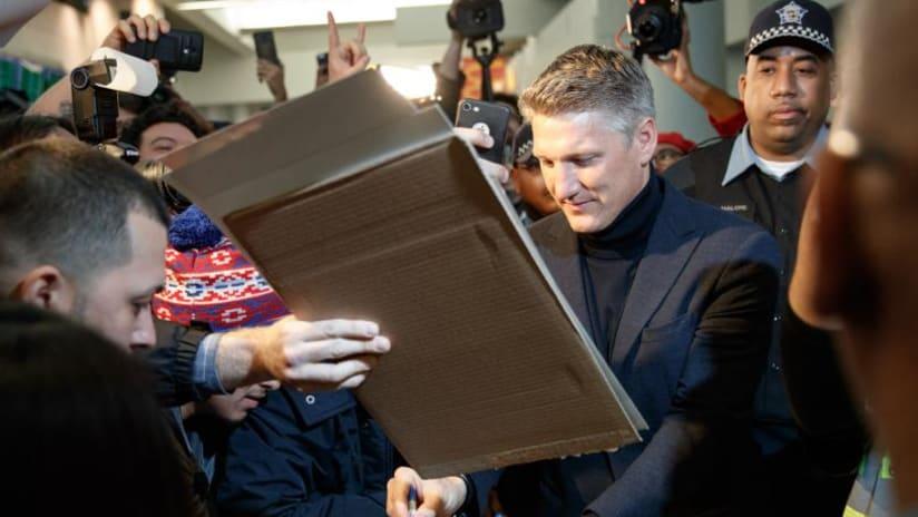 Bastian Schweinsteiger arrives at O'Hare