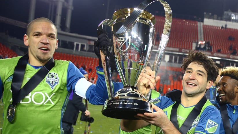 Nicolas Lodeiro - Osvaldo Alonso - Seattle Sounders - 2016 MLS Cup final - Trophy