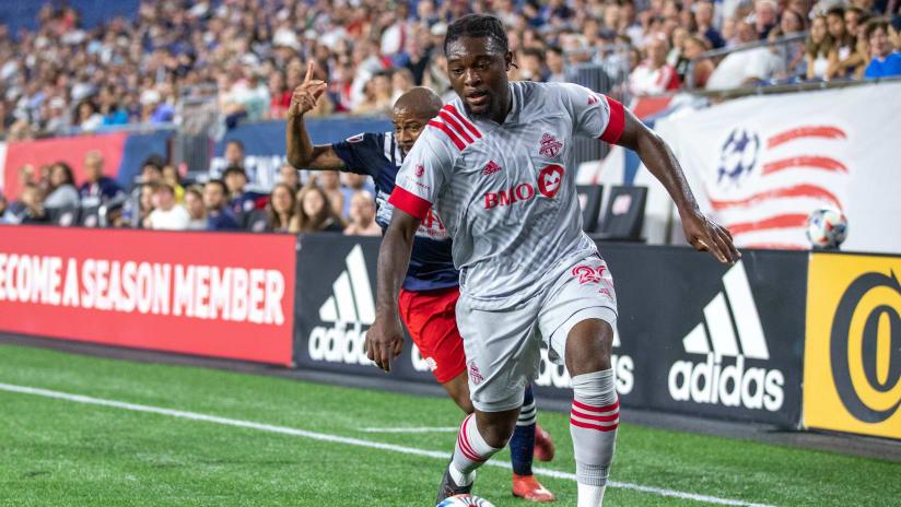 Ayo Akinola suffers ACL injury