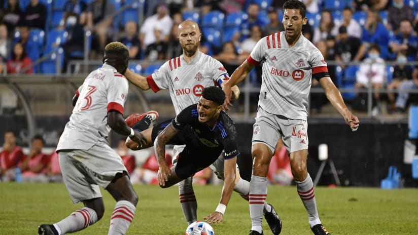 Shorthanded Reds can't overcome 10-man deficit in Montreal