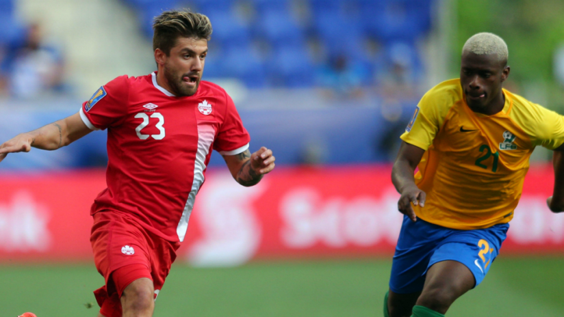 Michael Petrasso, Schaquille Dutard - Canada, French Guiana - race for the ball