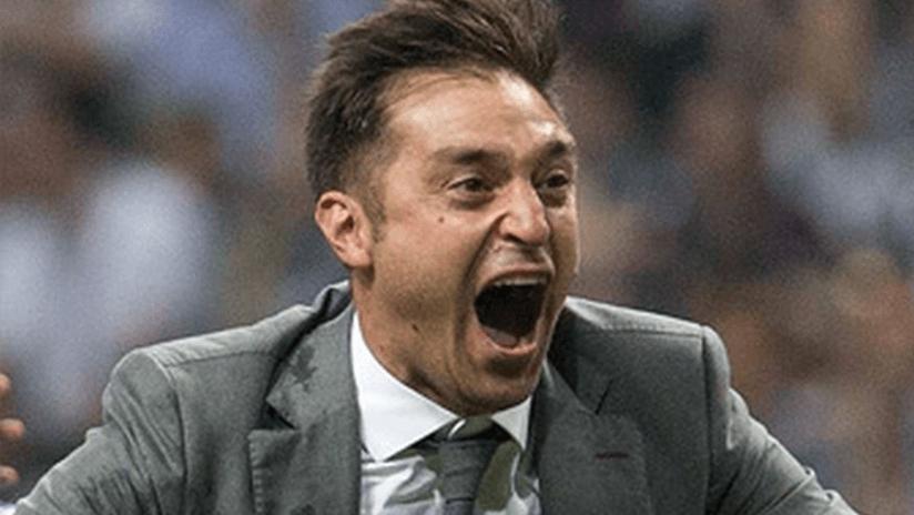 Diego Alonso screams