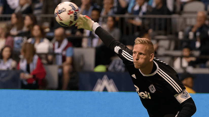David Ousted - Vancouver Whitecaps FC - Throwing