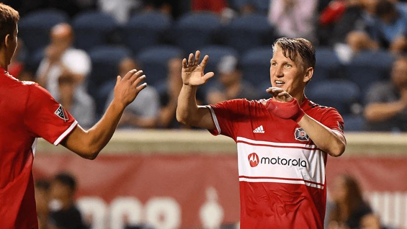 Bastian Schweinsteiger, Grant Lillard - Chicago Fire - high fives