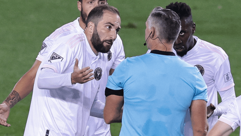 Gonzalo Higuain - Inter Miami CF - discusses with Tim Ford - October 17, 2020