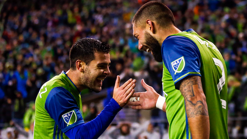 Clint Dempsey and Victor Rodriguez - hand shake after goal