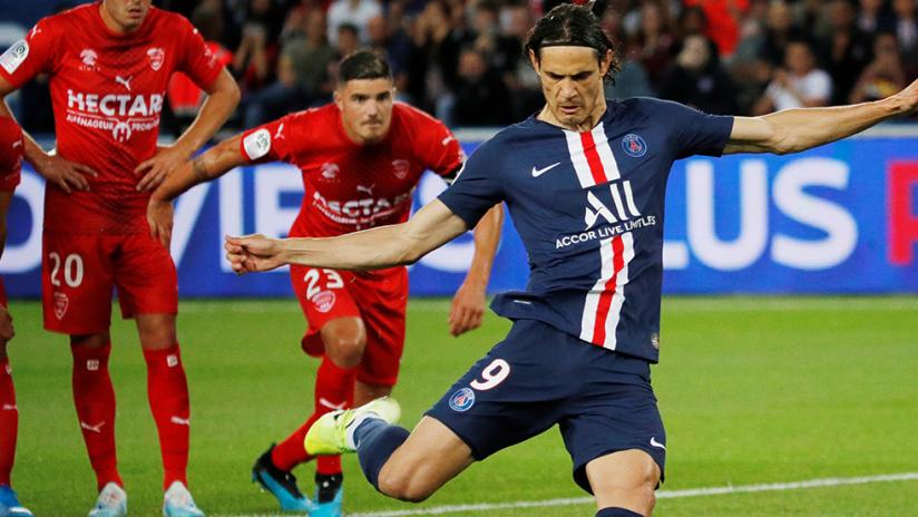 Edinson Cavani - Paris Saint-Germain - striking penalty kick