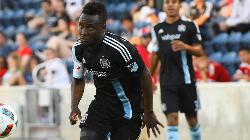 David Accam - Chicago Fire - with ball in black kit
