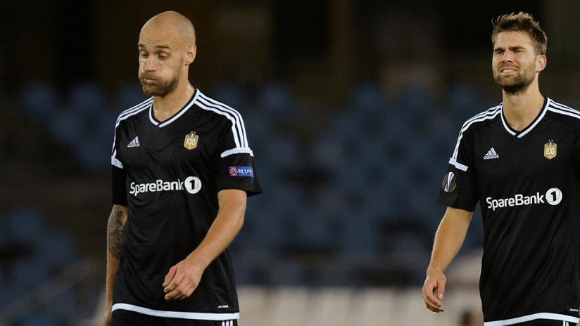 Jørgen Skjelvik - Rosenborg BK - Walking off with teammates