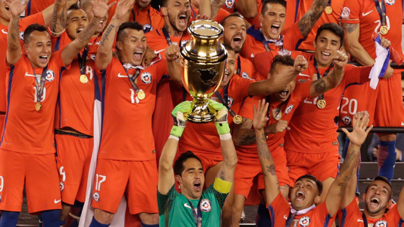 Chile - lifting Copa America Centenario trophy