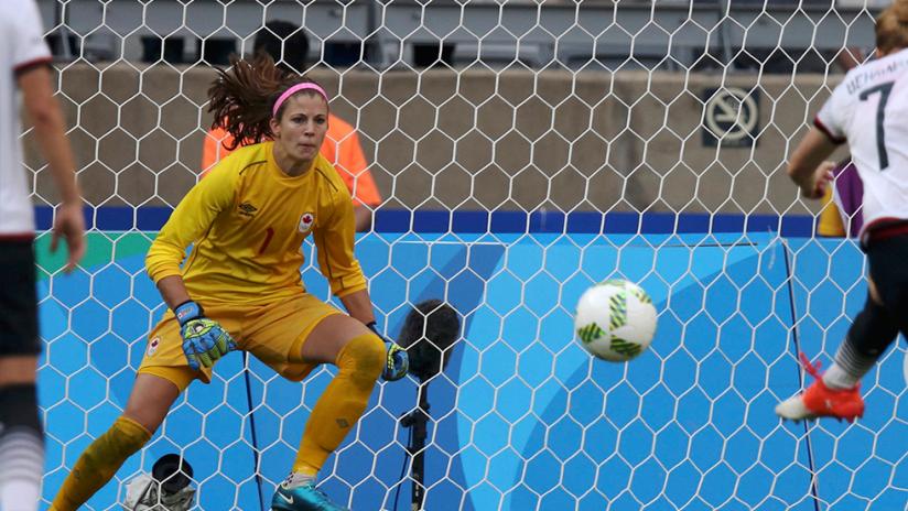 Melanie Behringer scores on Stephanie Labbe - Germany WNT vs. Canada women's national team - CanWNT