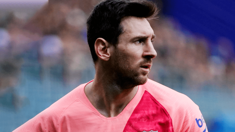 Lionel Messi - FC Barcelona - Close up - pink Barca jersey
