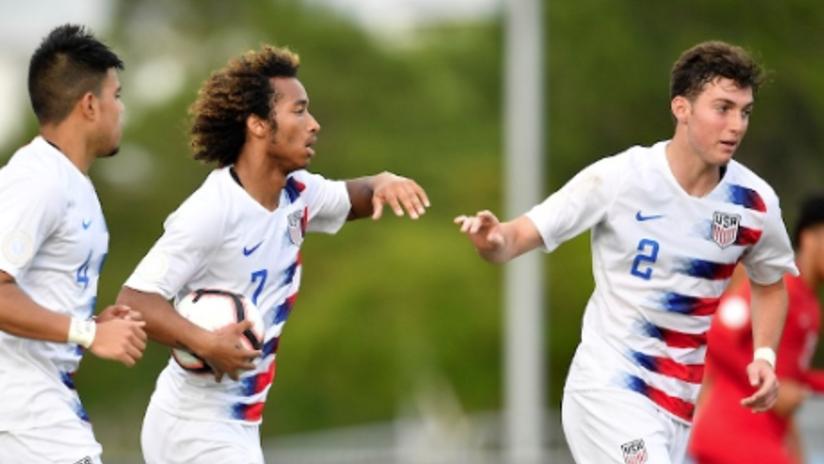 Joe Scally, Gianluca Busio - US U-17 - High five - THUMB