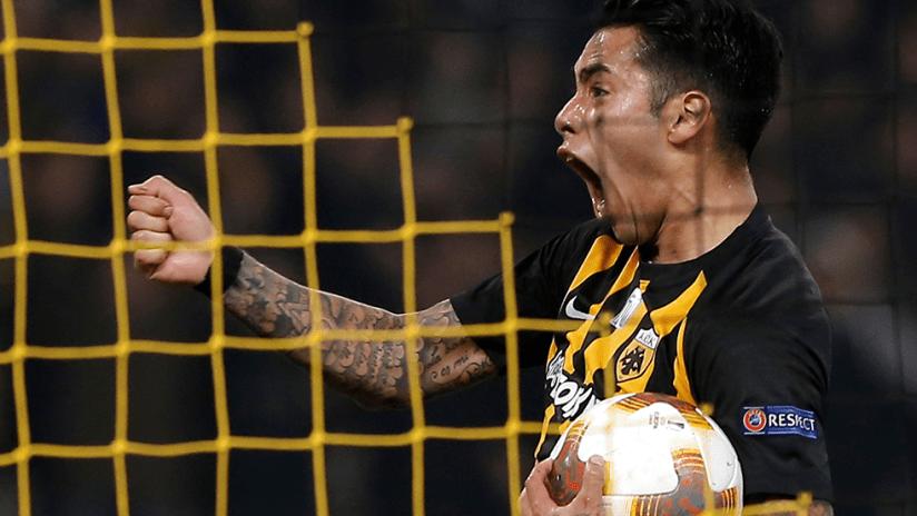 Sergio Araujo - AEK Athens - Celebrates a goal screaming