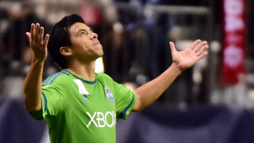 Gonzalo Pineda - Seattle Sounders - looking to the heavens