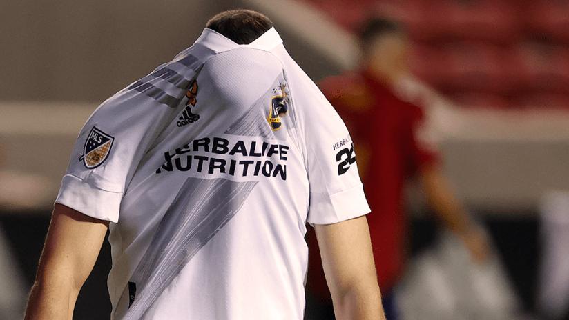 Chicharito - LA Galaxy - Head in shirt