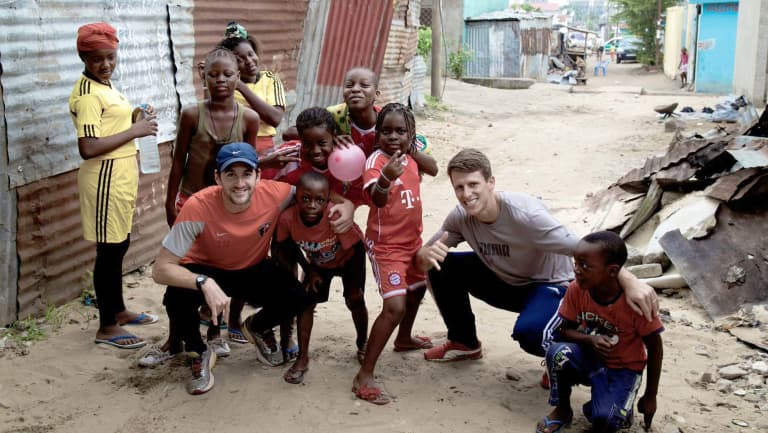 Former Fire midfielder Wells Thompson takes on 24 hour running challenge in support of clean water relief -