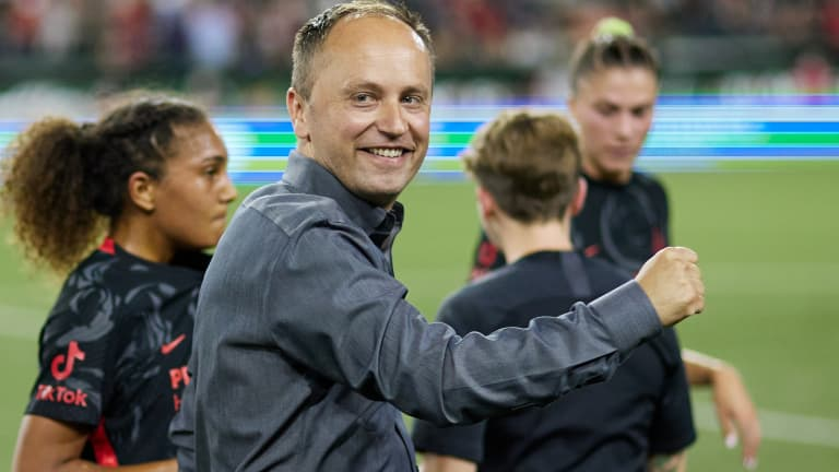 Mark Parsons celebrates Portland Thorns' victory over the Orlando Pride (July 18, 2021)