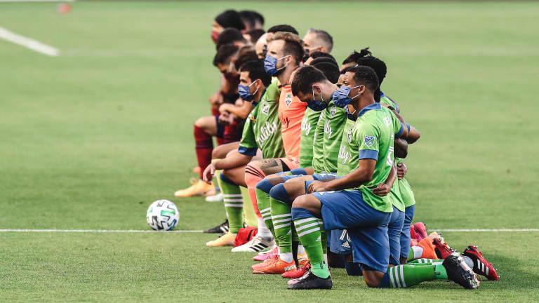 Players Kneeling MP8 Banner