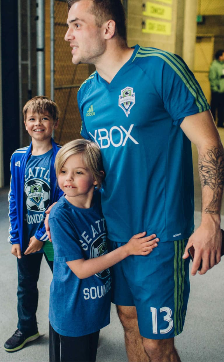 Jordan Morris partners with T1D Playmaker Abby for GiveBIG video -