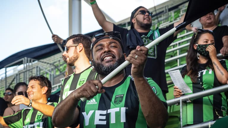 austin-fc-yell-practice-close-up-fan-with-flag