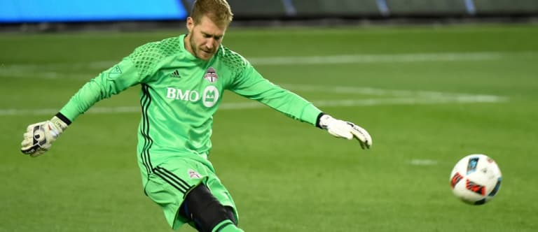 Warshaw: Here's how players will survive the cold weather at MLS Cup 2016 - https://league-mp7static.mlsdigital.net/styles/image_landscape/s3/images/Clint-Irwin-in-tights.jpg