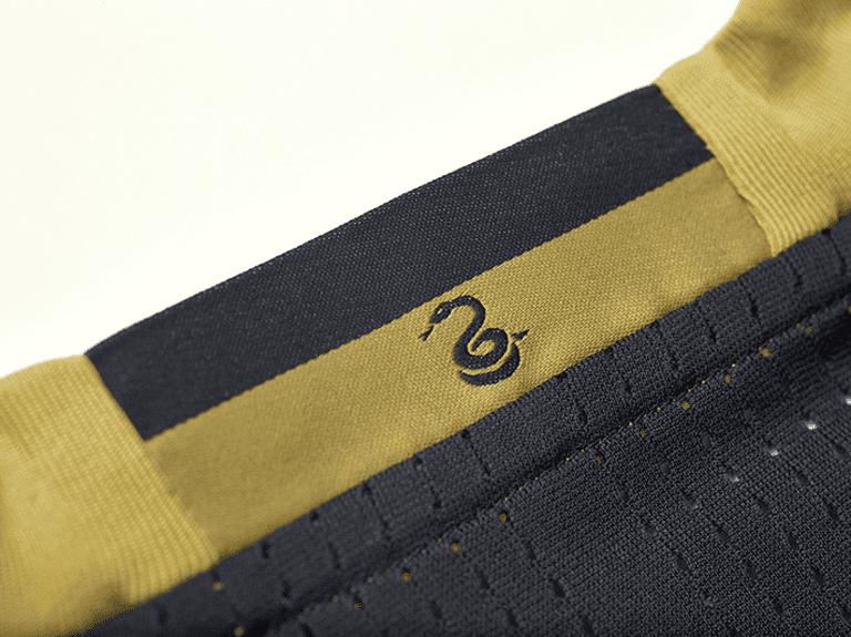 Philadelphia Union releases new primary jersey for 2016 - Philadelphia exterior neck tape