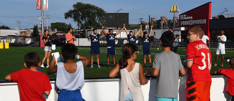 Valeri, De Rosario lead Blue team to victory in 2017 MLS Skills Challenge - https://league-mp7static.mlsdigital.net/images/7-30-EASKILLS-kids.png