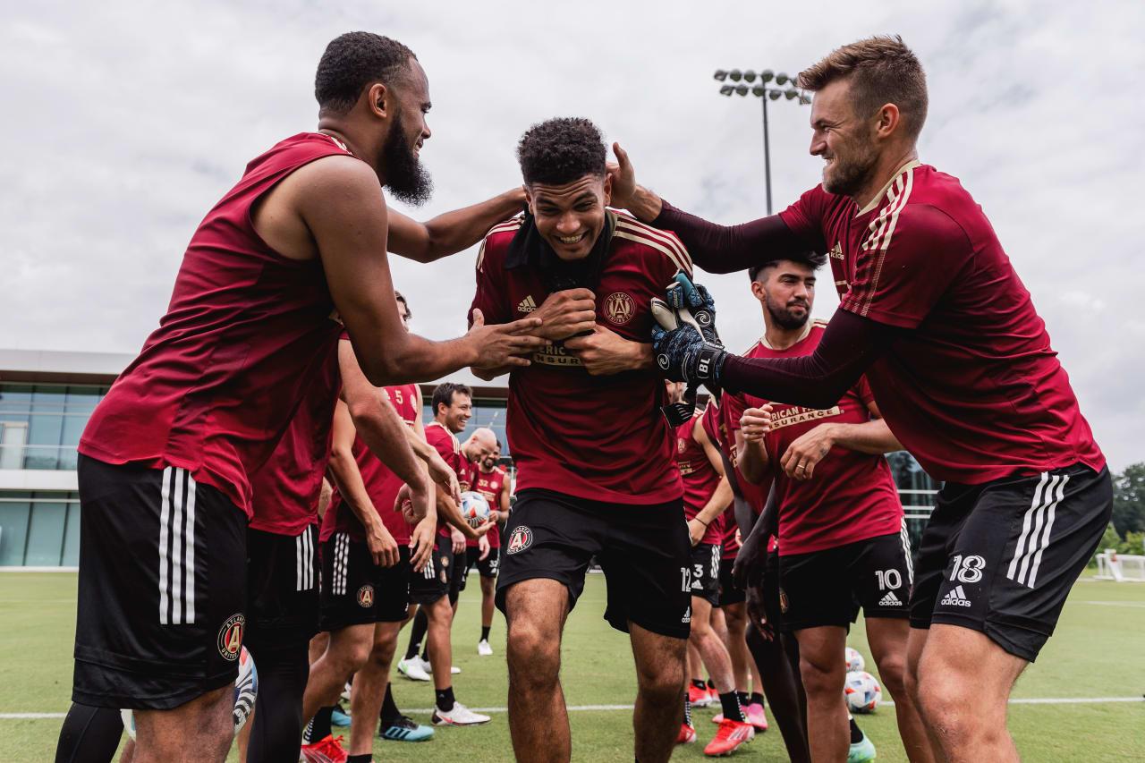 Robinson's teammates congratulate him at training