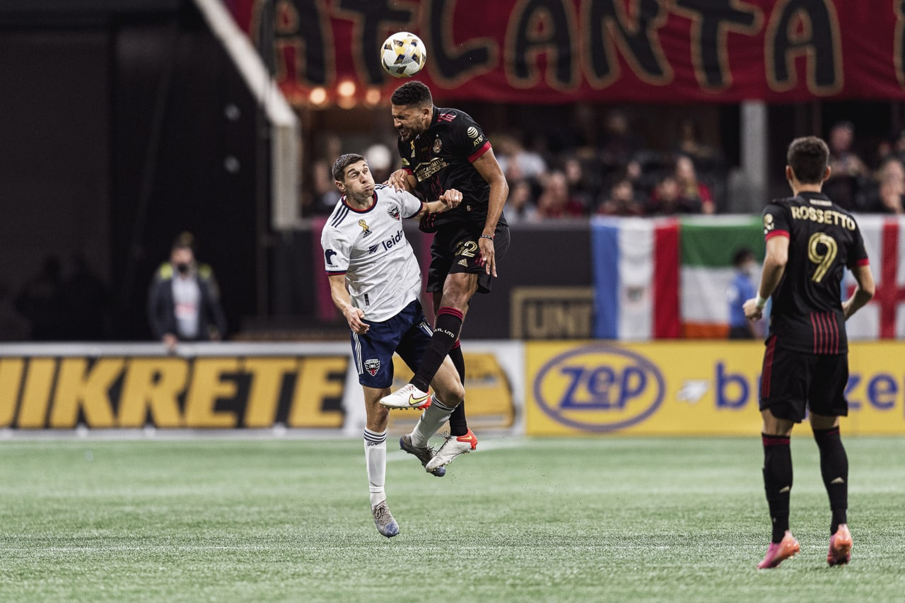Atlanta United defender George Campbell #32 goes up for the ball during the match against D.C. United at Mercedes-Benz Stadium in Atlanta, Georgia on Saturday September 18, 2021. (Photo by Jacob Gonzalez/Atlanta United)