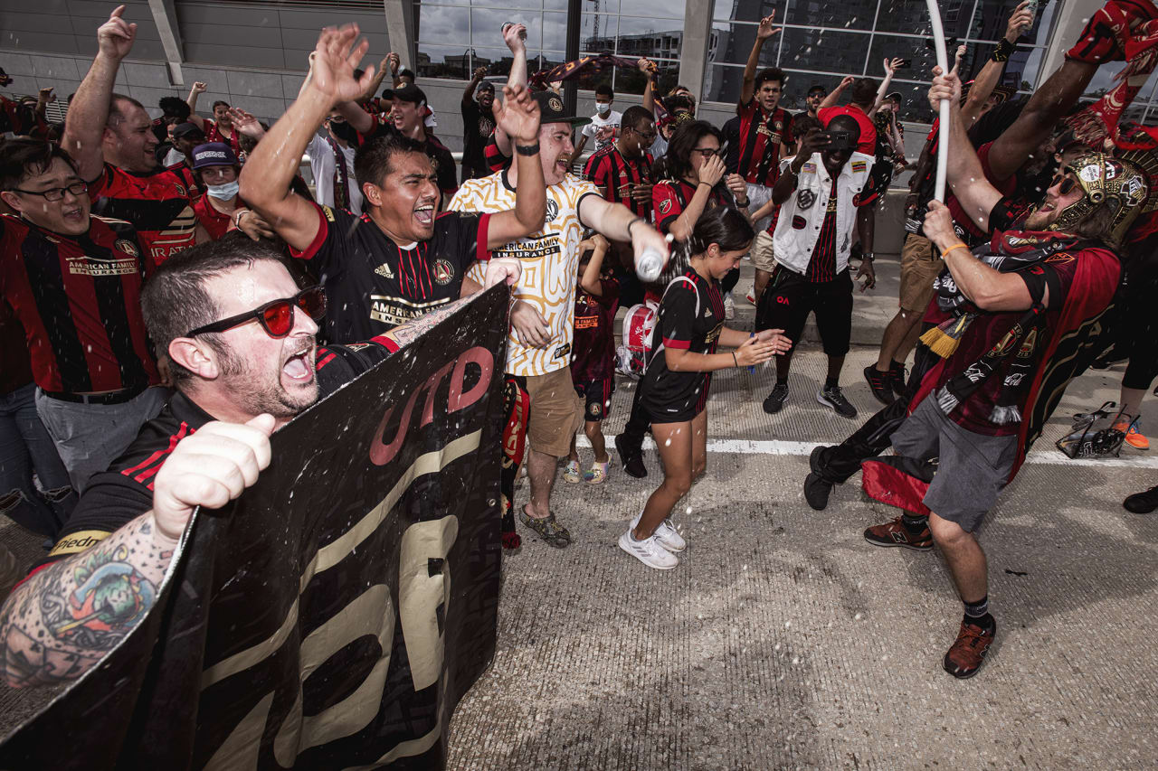 Atlanta United supporters march to the stadium before the match against D.C. United at Mercedes-Benz Stadium in Atlanta, Georgia on Saturday September 18, 2021. (Photo by AJ Reynolds/Atlanta United)