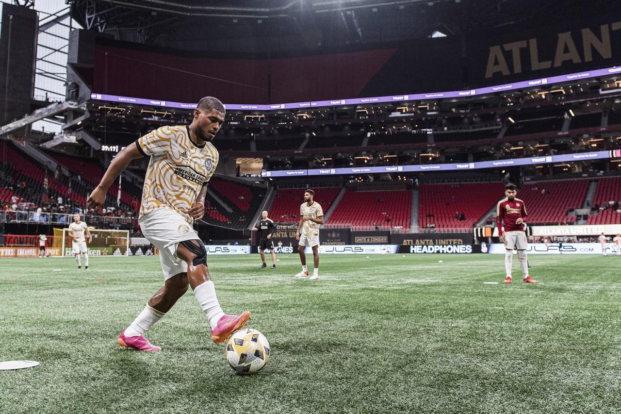 Atlanta United forward Josef Martinez #7 warms up before the match against Cincinnati FC at Mercedes-Benz Stadium in Atlanta, Georgia on Wednesday September 15, 2021. (Photo by Jacob Gonzalez/Atlanta United)