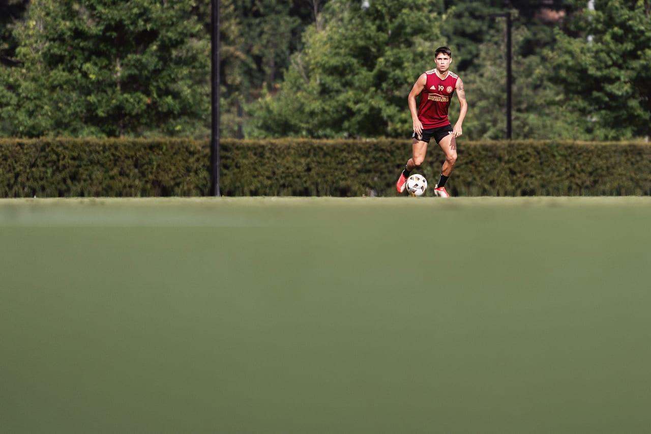 Atlanta United forward Luiz Araújo #19 dribbles the ball during training at Children's Healthcare of Atlanta Training Ground in Marietta, GA, on Wednesday September 8, 2021.