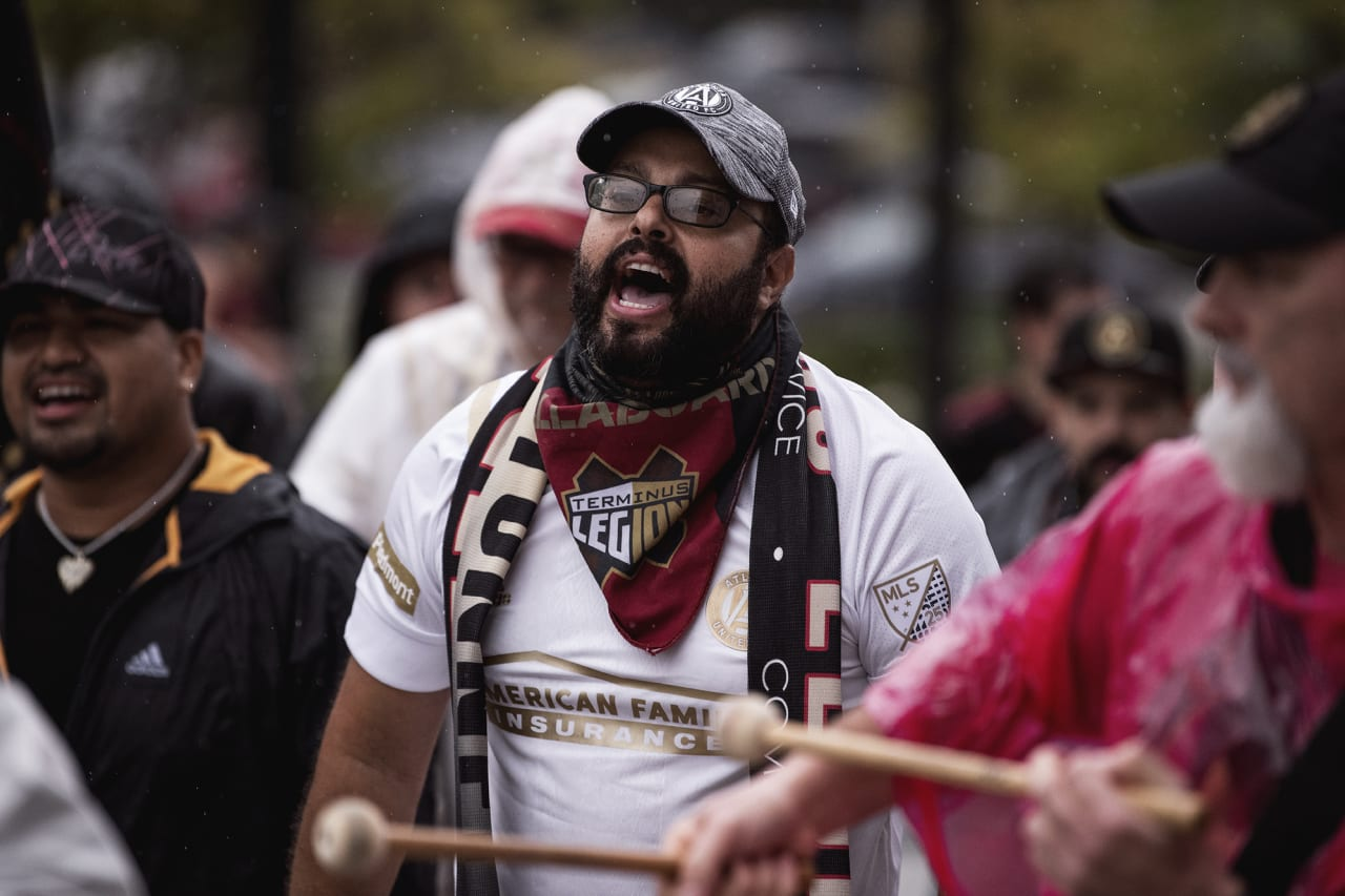 Supporters march to the stadium before the match against Cincinnati FC at Mercedes-Benz Stadium in Atlanta, Georgia on Wednesday September 15, 2021. (Photo by Kyle Hess/Atlanta United)
