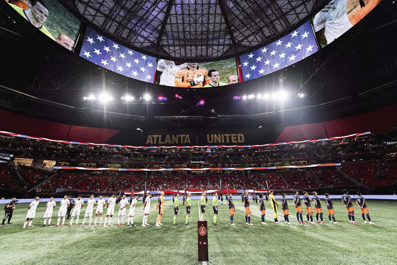 Atlanta United during the national anthem before the match against Cincinnati FC at Mercedes-Benz Stadium in Atlanta, Georgia on Wednesday September 15, 2021. (Photo by Brandon Magnus/Atlanta United)