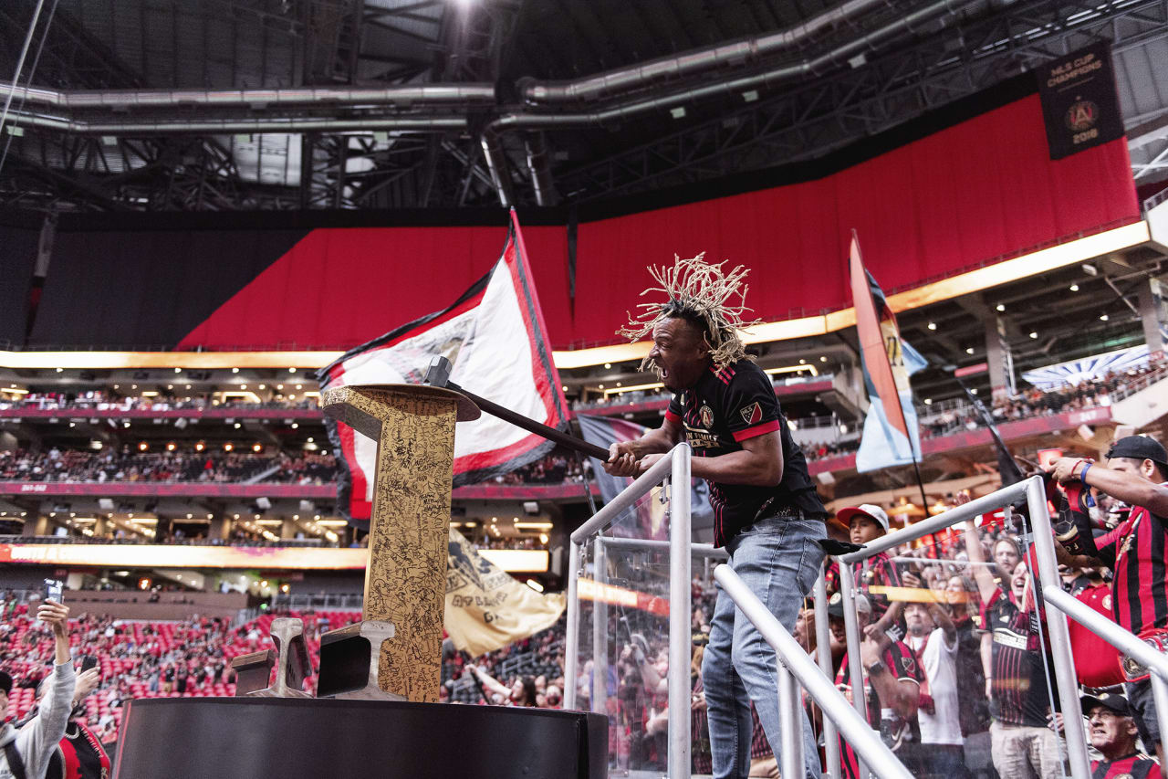 Fabo hammers the golden spike before the match against Orlando City at Mercedes-Benz Stadium in Atlanta, Georgia on Friday September 10, 2021. (Photo by Mitchell Martin/Atlanta United)