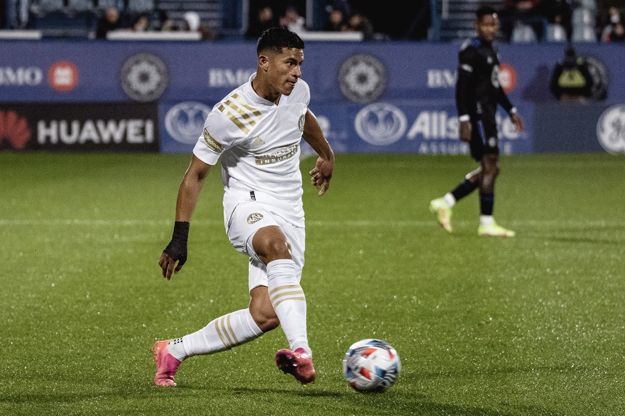 Atlanta United defender Ronald Hernandez #2 passes the ball during the first half of the match against CF Montréal at Stade Saputo in Montreal, Quebec, on Saturday October 2, 2021. (Photo by Audrey Magny/Atlanta United)