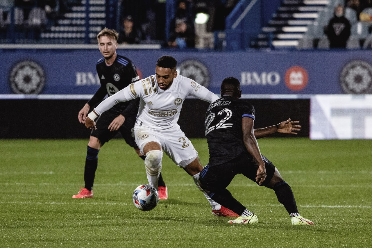 Atlanta United midfielder Jake Mulraney #23 dribbles the ball during the second half of the match against CF Montréal at Stade Saputo in Montreal, Quebec, on Saturday October 2, 2021. (Photo by Audrey Magny/Atlanta United)